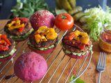 Letní burgery s avokádem a grilovanými paprikami recept ...