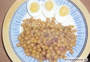 Cizrna se slaninou a vejci