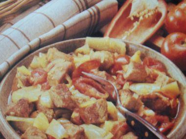 Vepřové maso na zelené paprice a rajčatech