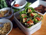 Letní závitky s tempehem, cizrnou a quinoou recept