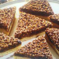 Oříškový koláč s krokantem recept