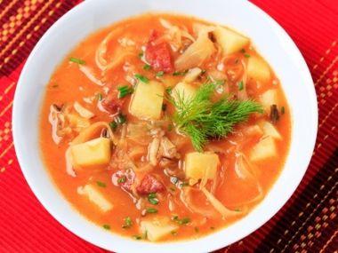 Zelná polévka s bramborem podle babičky