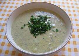 Cuketová krémová polévka s bramborami, česnekem a pažitkou ...