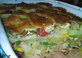 Zapečené brambory s klobásou a zeleninou recept