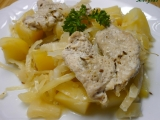 Česnekové smotky z vepřového masa na bramborách a zelí v PH ...
