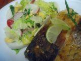 Amur s lehkým jarním salátem recept
