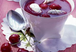 Studená třešňová polévka s makovými nočky