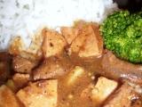 Dušené hovězí s uzeninou a brokolicí recept