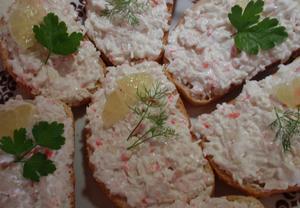 Chlebíčky se surimi (krabí) pomazánkou