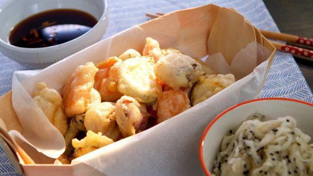 Zeleninová tempura a salát z bílé ředkve
