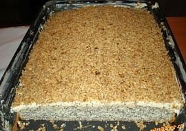 Makovec s krémem sypaný ořechy recept