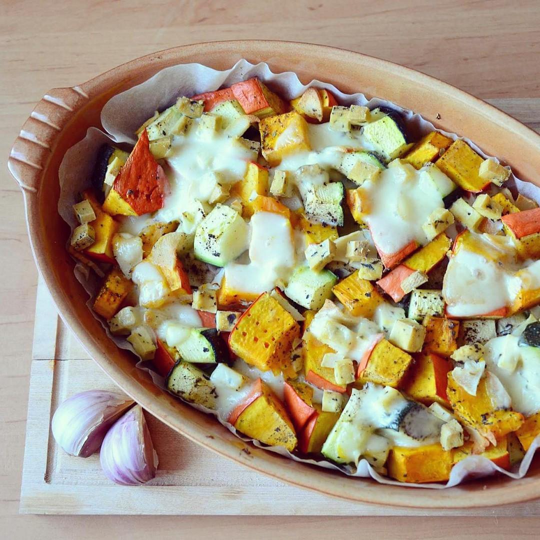 Zapečené hokkaido s cuketou, vejci a sýrem s vůní majoránky ...
