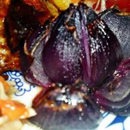 Růže z pečené červené cibule recept