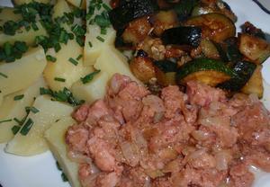 Chalupářova vepřovka s bramborem a zeleninou