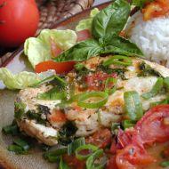 Kuřecí plátky na rajčatech a bazalce recept