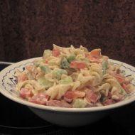Těstovinový salát se zeleninou a bazalkou recept