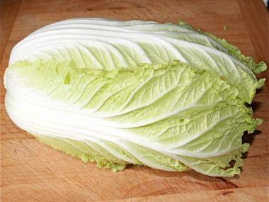 Salát z čínského zelí se zakysanou smetanou