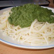 Špagety se špenátem a zakysanou smetanou recept