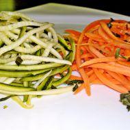 Raw špagety z cukety a mrkve jako salát recept