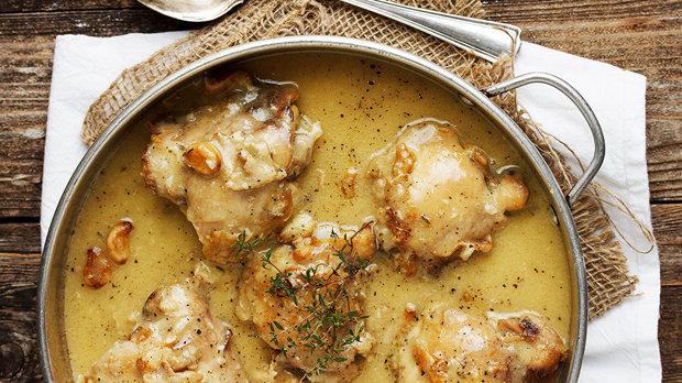 Kuřecí stehna v česnekové omáčce