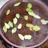 Kořeněný nálev na okurky recept