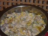 Salát z drůběžího masa s broskvemi a kukuřicí recept