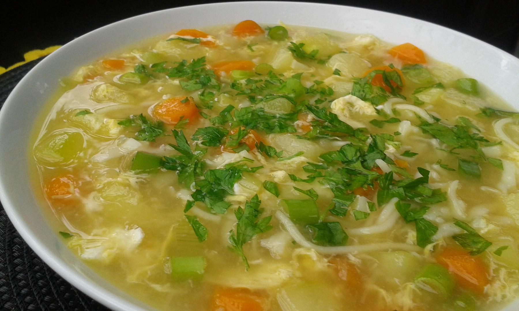 Cuketová polévka s vejcem a nudlemi recept