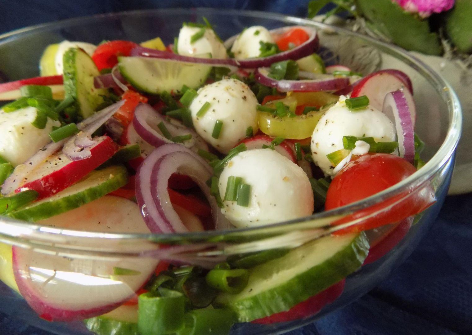 Jarní salát z mozzarellou recept