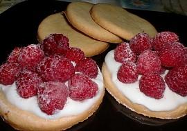 Křehké sušenky s malinami recept