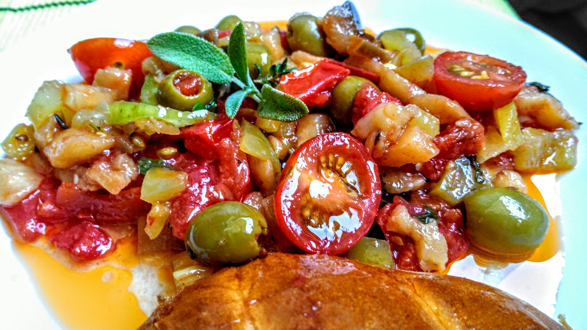 Lilková salsa s rajčaty a koriandrem recept