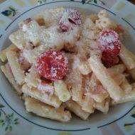Těstoviny se sýrovou omáčkou a cherry rajčaty recept