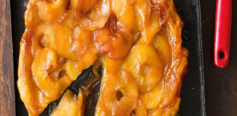 Obrácený jablečno-medovýkoláč se solí