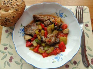 Zeleninový guláš s vepřovým masem
