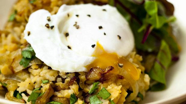 Středovýchodní rýže se ztraceným vejcem