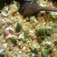 Těstovinový salát s kuřecím masem a zeleninou recept