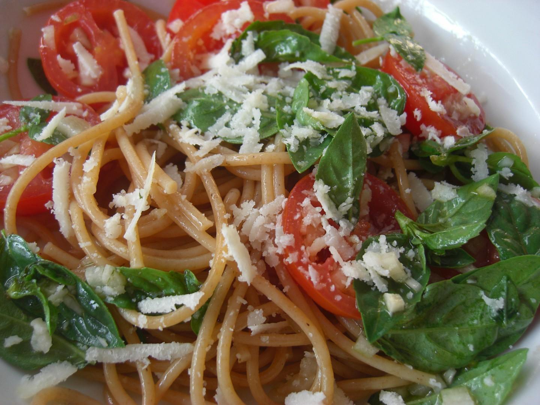 Špagety se syrovými marinovanými rajčaty recept