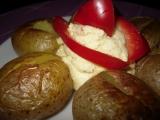 Pečené brambory s vlastním ochuceným máslem recept ...