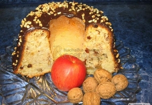 Bábovka s jablky a ořechy