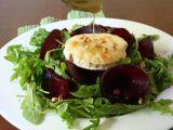 Rukolový salát s rozpečeným kozím sýrem a medovou zálivkou ...