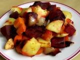 Pečená zelenina s červenou řepou a jablky recept
