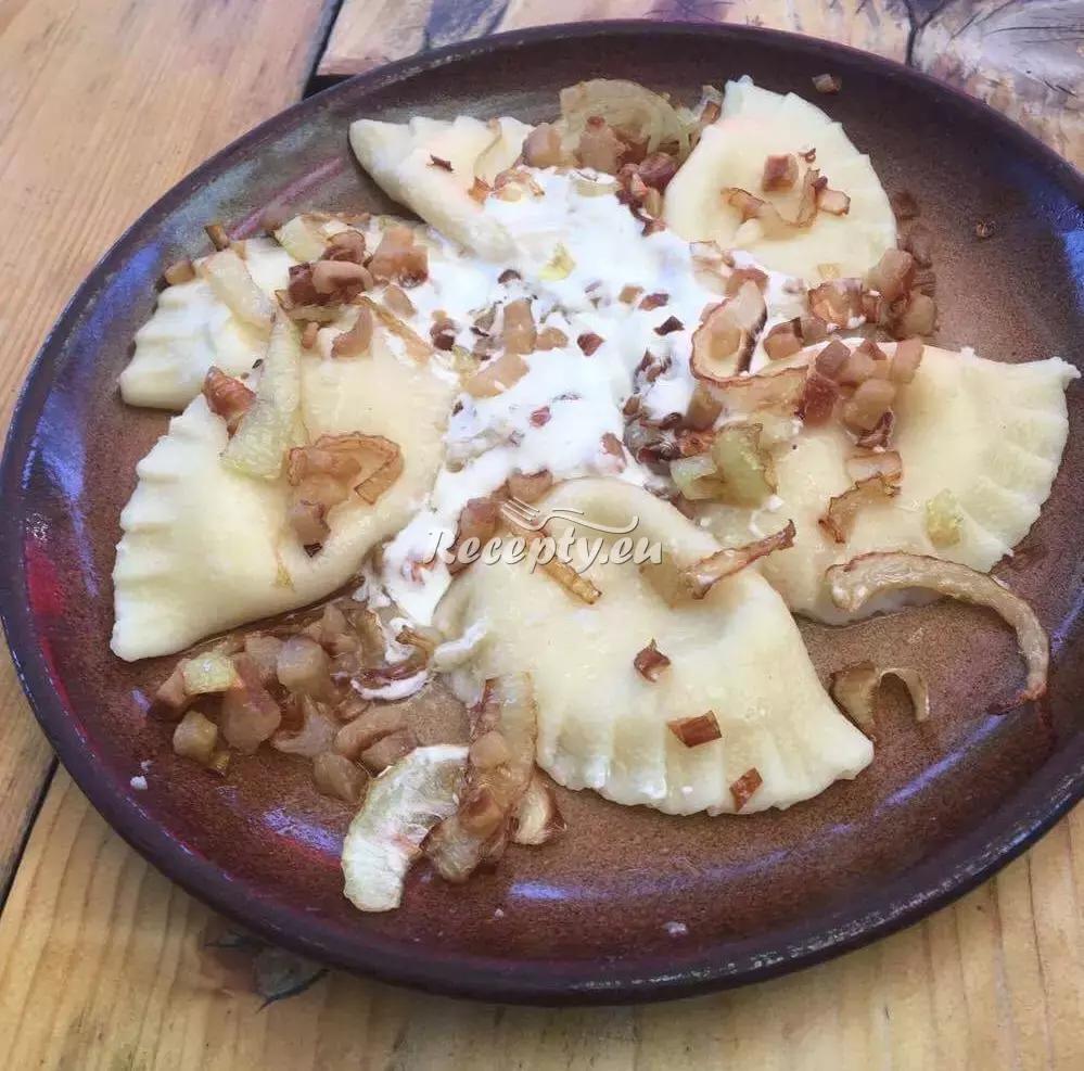 Slané pirožky se sýrem recept  pečivo