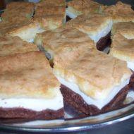 Trojbarevný koláč recept