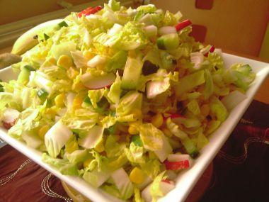Salát z čínského zelí a kukuřice