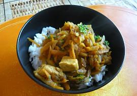 Kuřecí nudličky s dušenou mrkví a kedlubnou recept