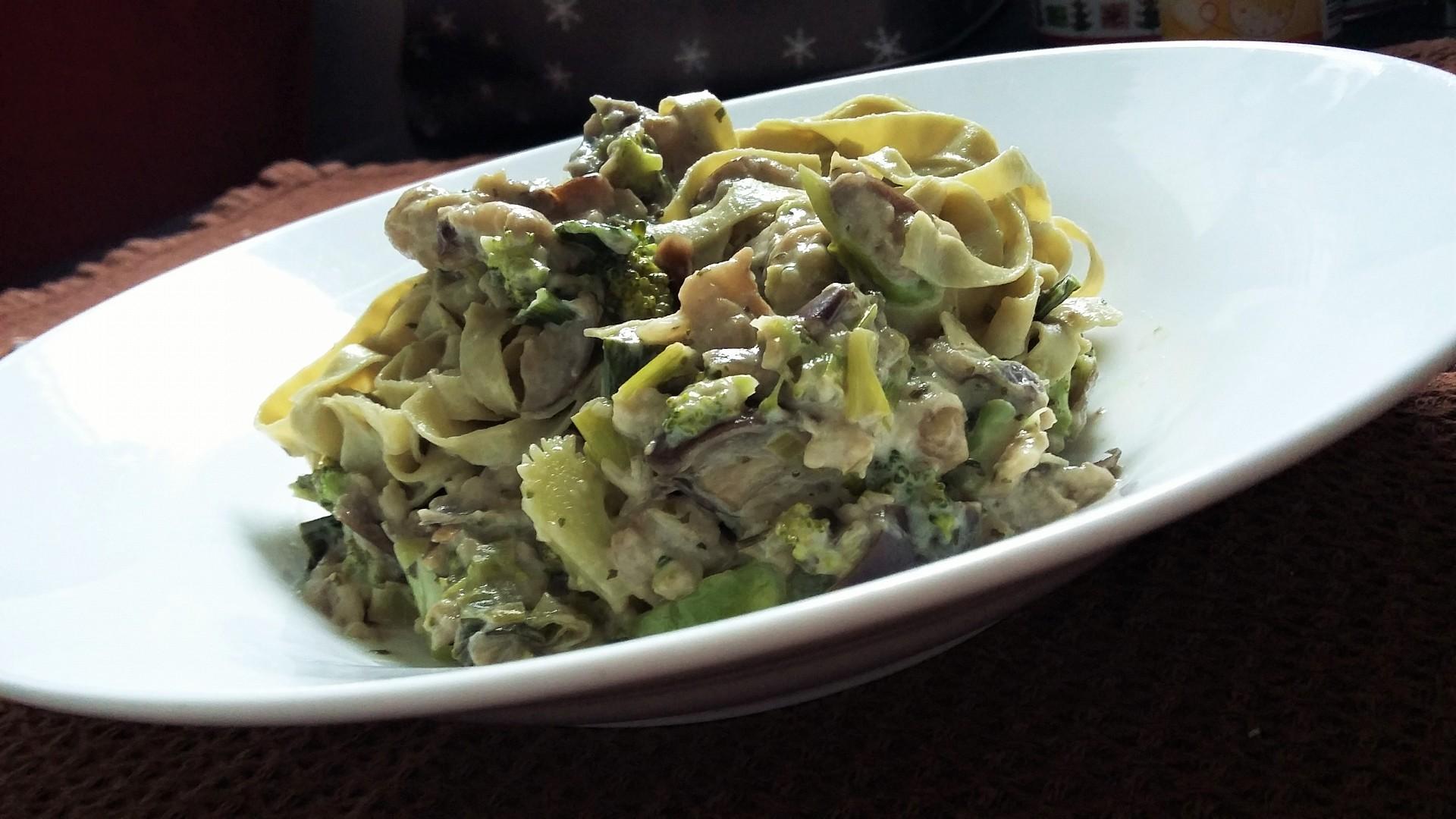 Lilková omáčka s brokolicí recept