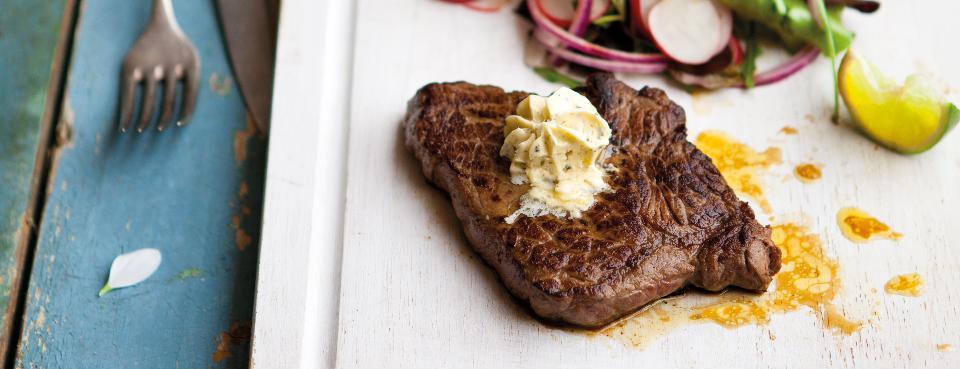 Salát s limetkovým dresinkem a šťavnatým steakem