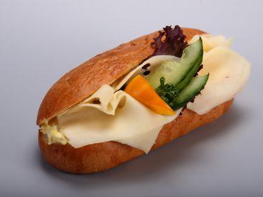 Briošky se sýrovou nádivkou a šunkou