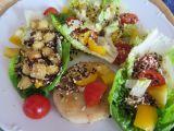 Filé se salátem a semínkovým posypem recept