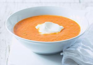 Rajčatová polévka & sýrové minisendviče