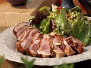 Minutková kachní prsa s vodkou a medem a pikantními brambory ...